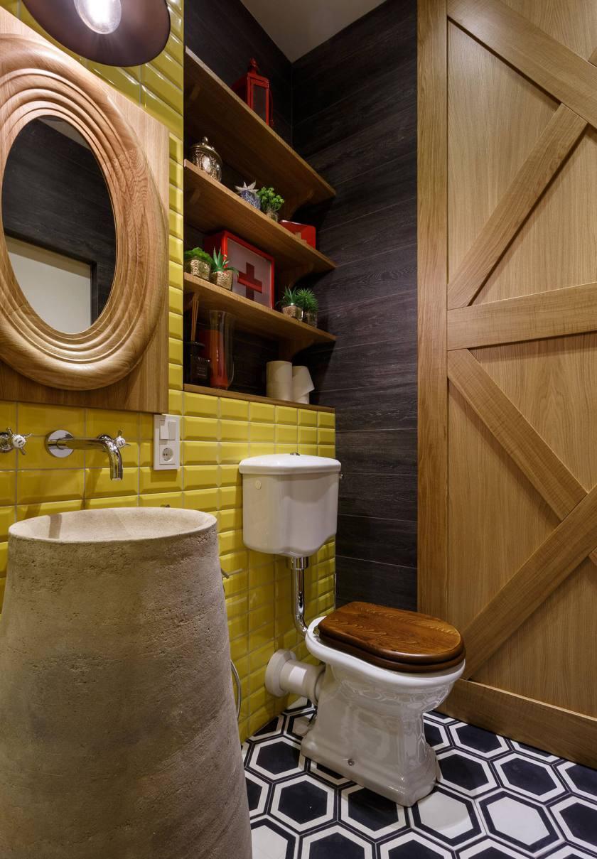 Barn-door-and-yellow